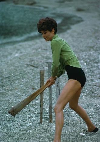 Audrey-Hepburn-e-il-suo-stile-perfetto_image_ini_620x465_downonly (1)