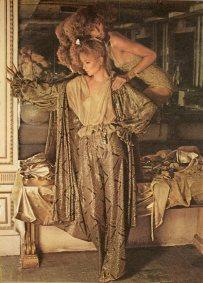 Vogue-September-1977-Gold-Surprises-Photo-Deborah-Turbeville-Models-Sunny-Redmond_-Jerry-Hall-_-Unknown-Hair-Garren-Makeup-Ariella_4